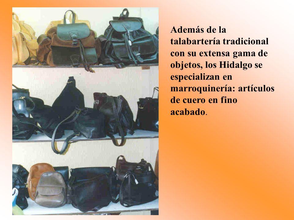 Además de la talabartería tradicional con su extensa gama de objetos, los Hidalgo se especializan en marroquinería: artículos de cuero en fino acabado.