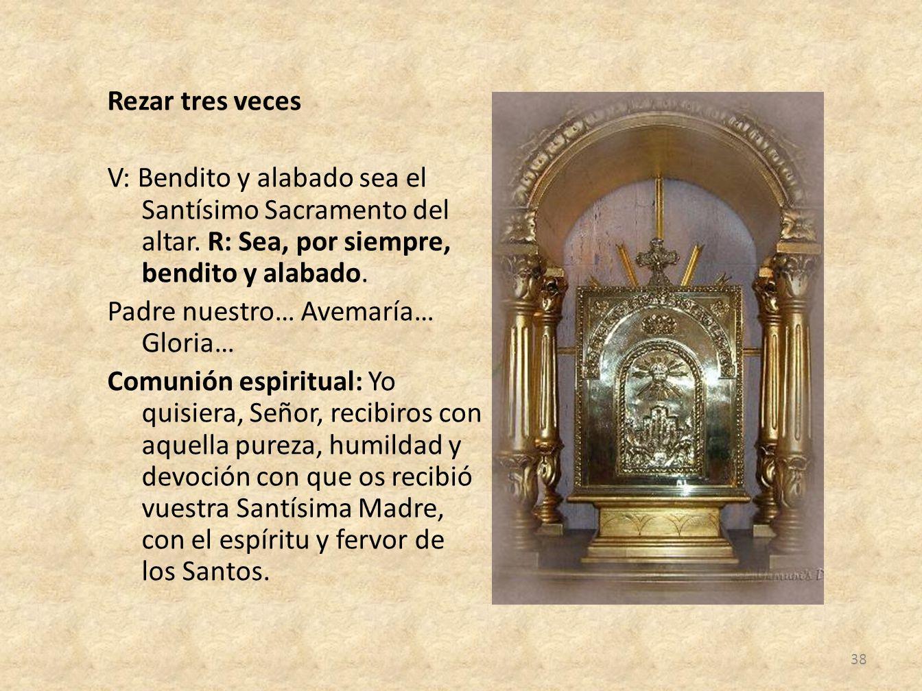 Rezar tres veces V: Bendito y alabado sea el Santísimo Sacramento del altar.