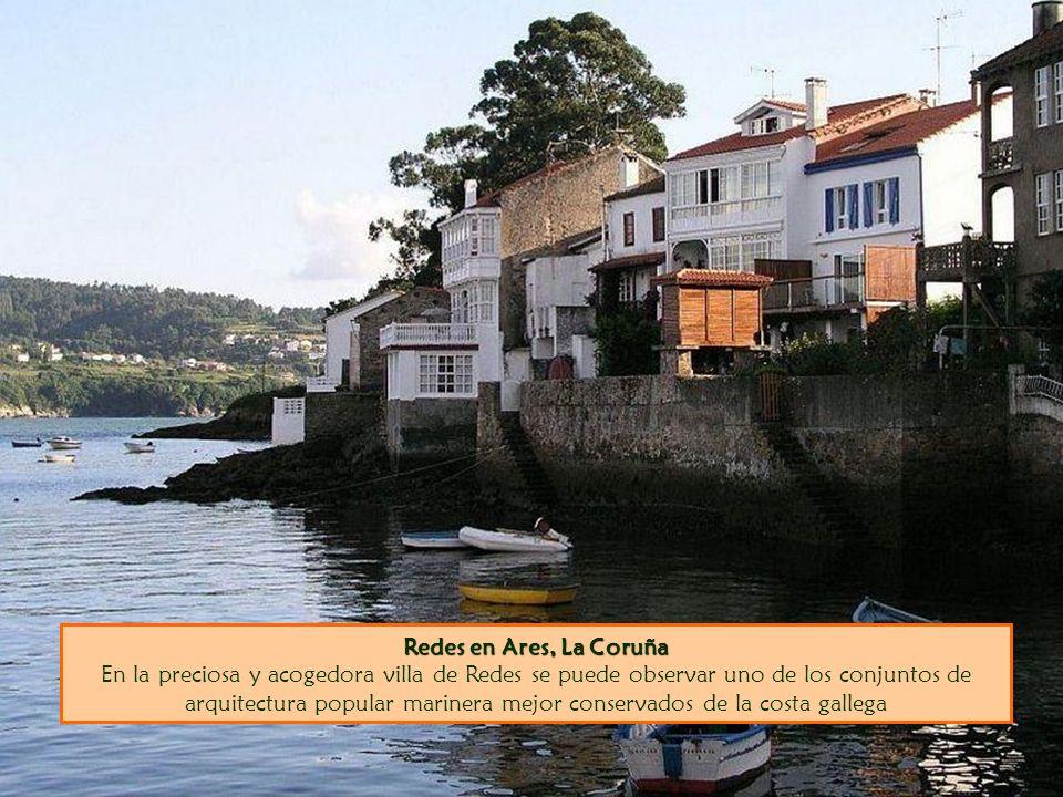 Redes en Ares, La Coruña En la preciosa y acogedora villa de Redes se puede observar uno de los conjuntos de arquitectura popular marinera mejor conservados de la costa gallega