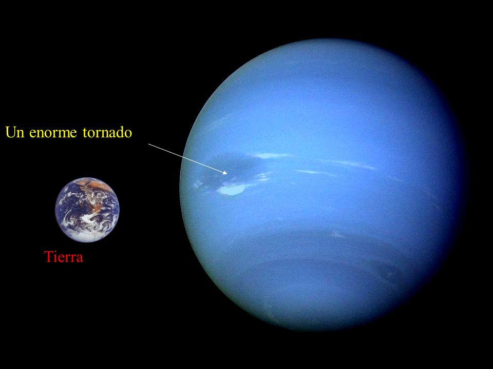 Un enorme tornado Tierra