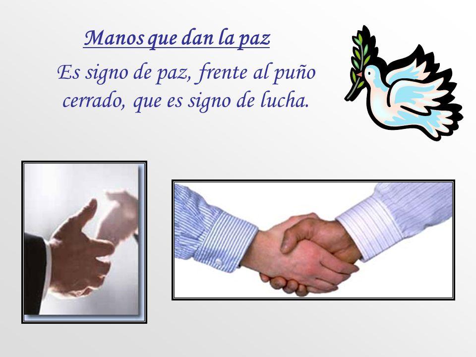 Es signo de paz, frente al puño cerrado, que es signo de lucha.
