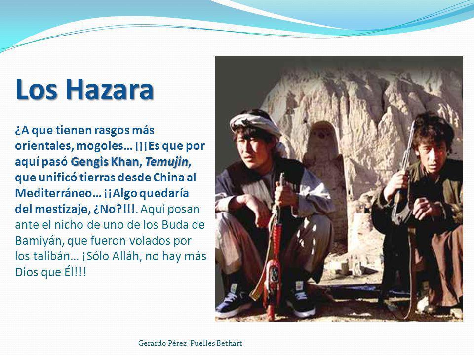 Los Hazara ¿A que tienen rasgos más orientales, mogoles… ¡¡¡Es que por aquí pasó Gengis Khan, Temujin, que unificó tierras desde China al Mediterráneo… ¡¡Algo quedaría del mestizaje, ¿No !!!. Aquí posan ante el nicho de uno de los Buda de Bamiyán, que fueron volados por los talibán… ¡Sólo Alláh, no hay más Dios que Él!!!