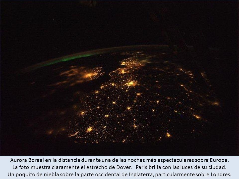 Aurora Boreal en la distancia durante una de las noches más espectaculares sobre Europa.