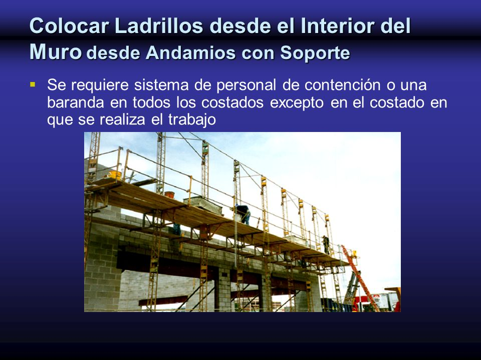 Colocar Ladrillos desde el Interior del Muro desde Andamios con Soporte