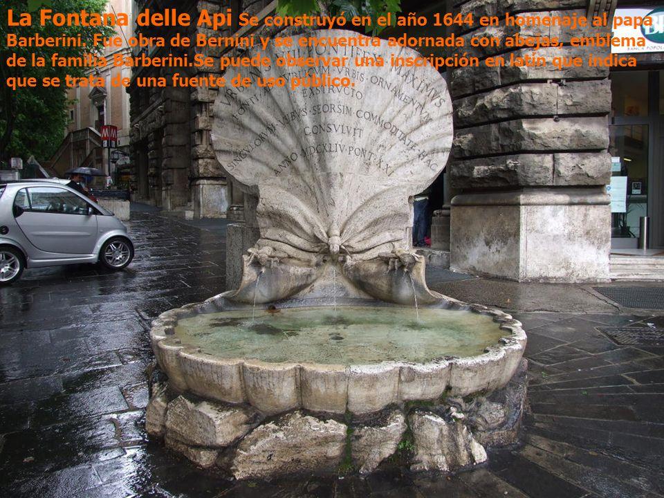 La Fontana delle Api Se construyó en el año 1644 en homenaje al papa Barberini.
