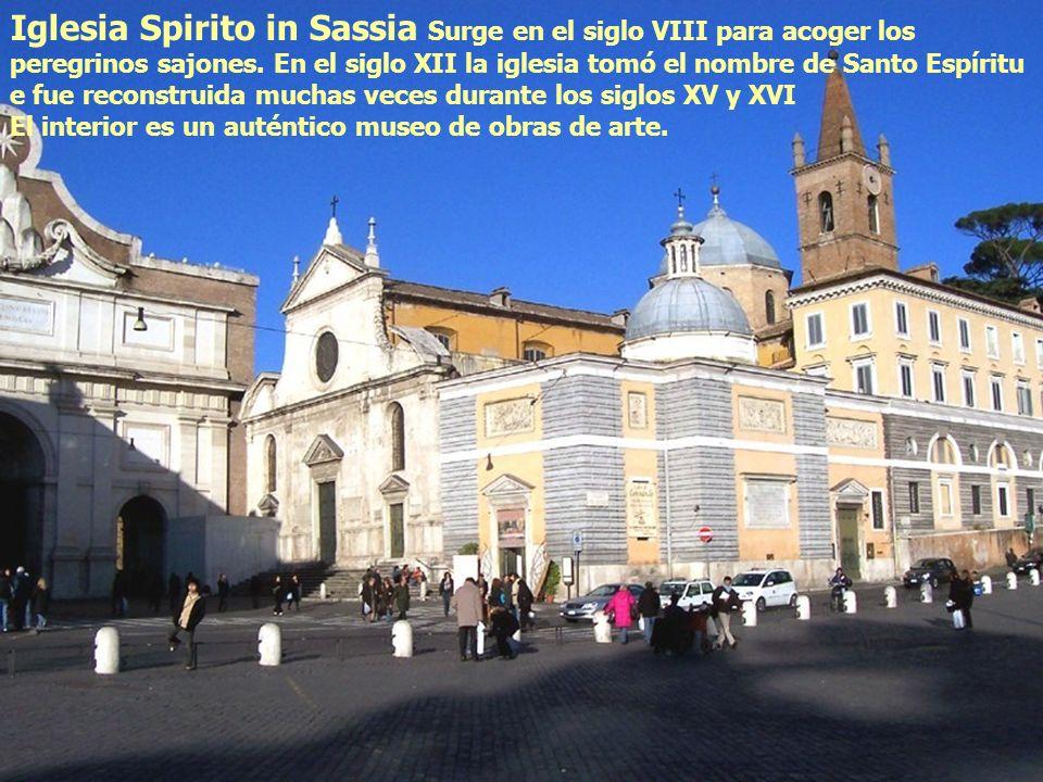 Iglesia Spirito in Sassia Surge en el siglo VIII para acoger los peregrinos sajones. En el siglo XII la iglesia tomó el nombre de Santo Espíritu e fue reconstruida muchas veces durante los siglos XV y XVI