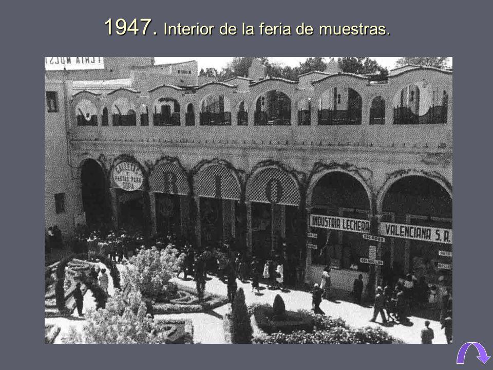 1947. Interior de la feria de muestras.
