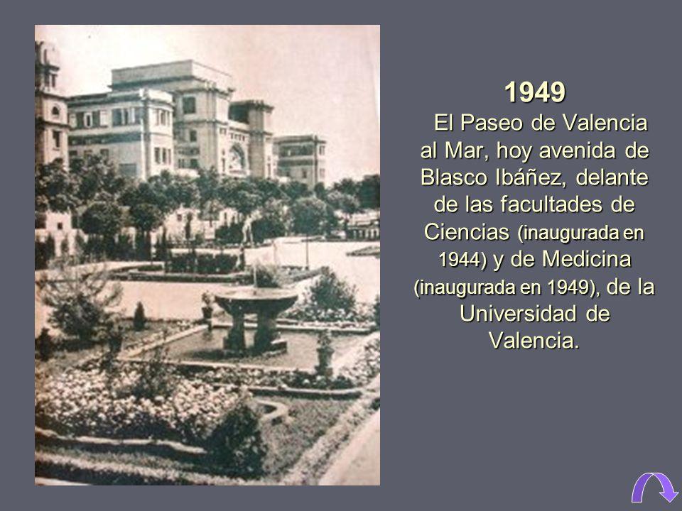 1949 El Paseo de Valencia al Mar, hoy avenida de Blasco Ibáñez, delante de las facultades de Ciencias (inaugurada en 1944) y de Medicina (inaugurada en 1949), de la Universidad de Valencia.