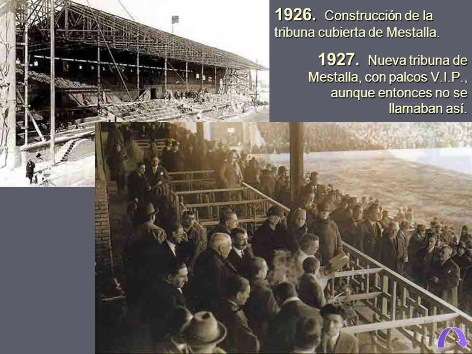 1926. Construcción de la tribuna cubierta de Mestalla.