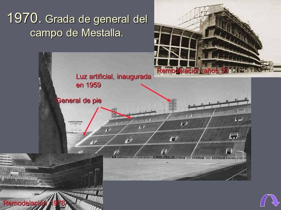 1970. Grada de general del campo de Mestalla.
