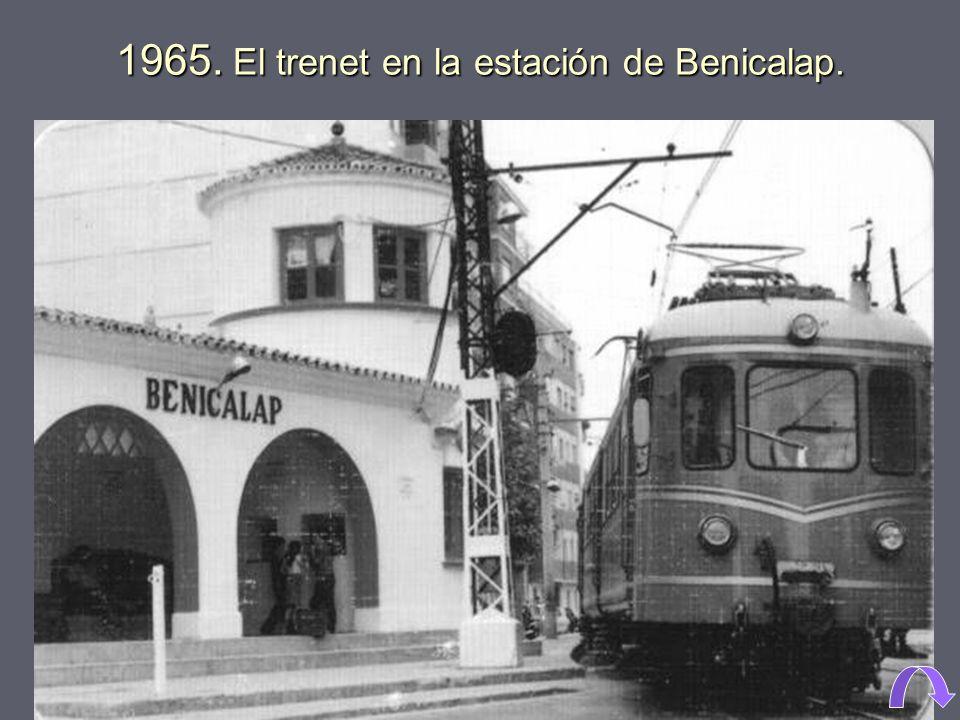 1965. El trenet en la estación de Benicalap.
