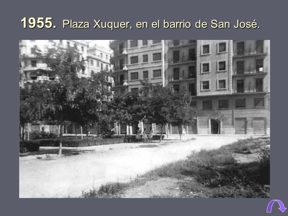 1955. Plaza Xuquer, en el barrio de San José.