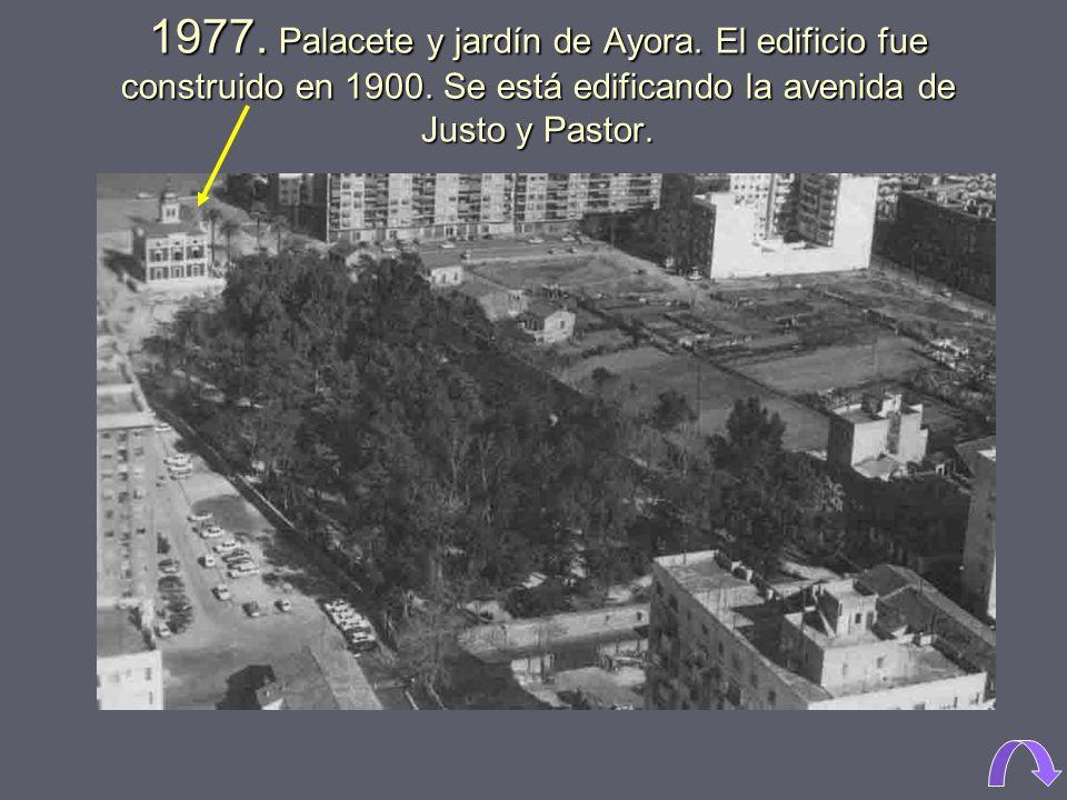 1977. Palacete y jardín de Ayora. El edificio fue construido en 1900