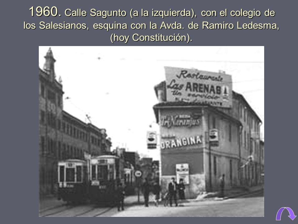 1960. Calle Sagunto (a la izquierda), con el colegio de los Salesianos, esquina con la Avda.