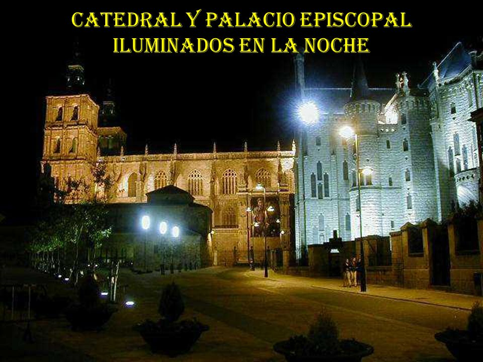 CATEDRAL Y PALACIO EPISCOPAL ILUMINADOS EN LA NOCHE