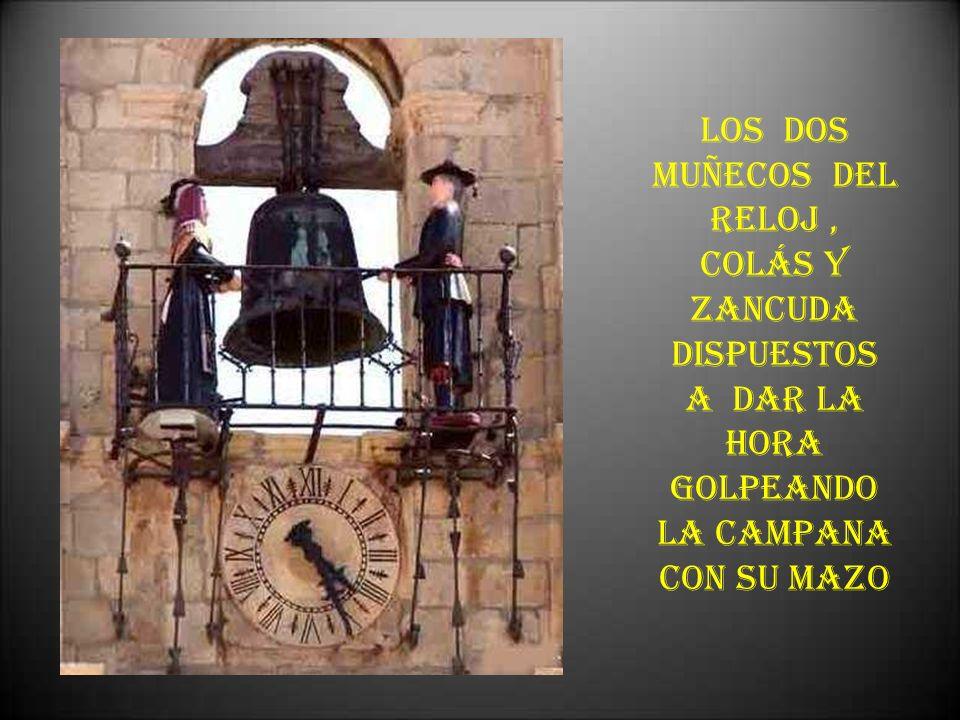 LOS DOS MUÑECOS DEL RELOJ , COLÁS Y ZANCUDA DISPUESTOS A DAR LA HORA GOLPEANDO LA CAMPANA CON SU MAZO