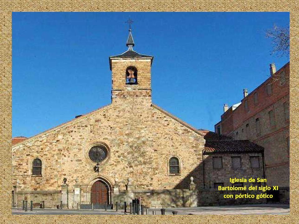 Iglesia de San Bartolomé del siglo XI con pórtico gótico
