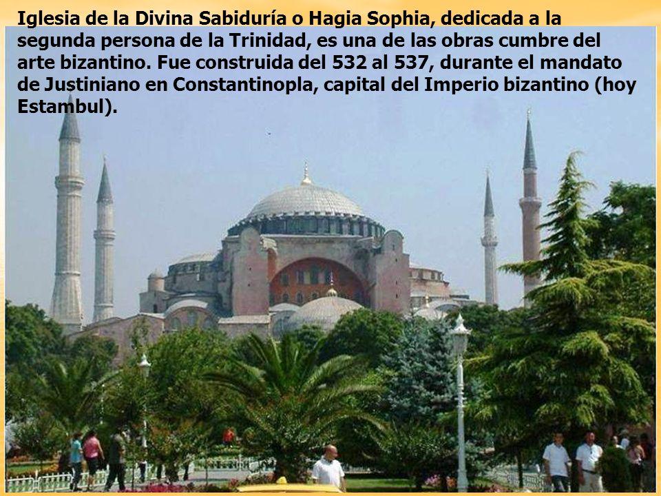 Iglesia de la Divina Sabiduría o Hagia Sophia, dedicada a la segunda persona de la Trinidad, es una de las obras cumbre del arte bizantino.