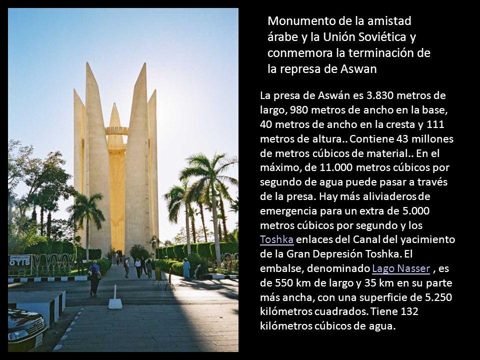 Monumento de la amistad árabe y la Unión Soviética y conmemora la terminación de la represa de Aswan