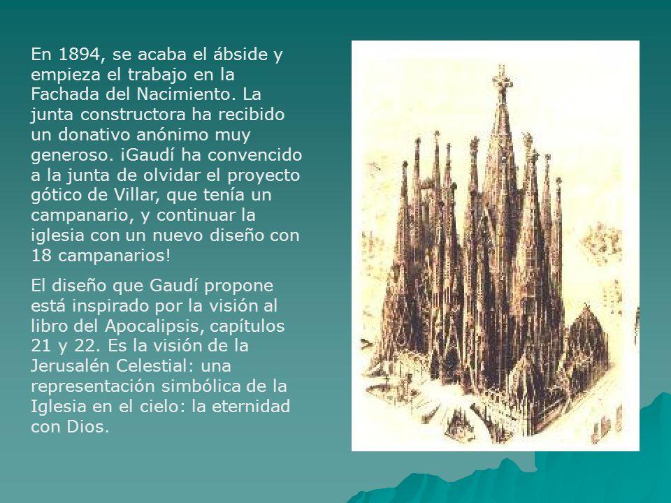 En 1894, se acaba el ábside y empieza el trabajo en la Fachada del Nacimiento. La junta constructora ha recibido un donativo anónimo muy generoso. ¡Gaudí ha convencido a la junta de olvidar el proyecto gótico de Villar, que tenía un campanario, y continuar la iglesia con un nuevo diseño con 18 campanarios!