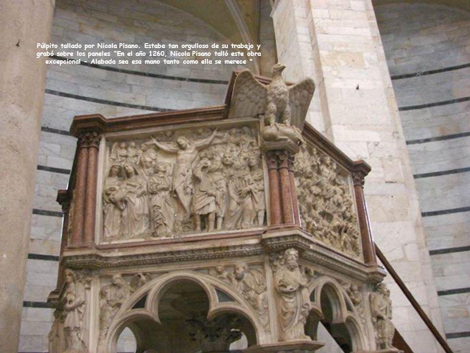 Púlpito tallado por Nicola Pisano