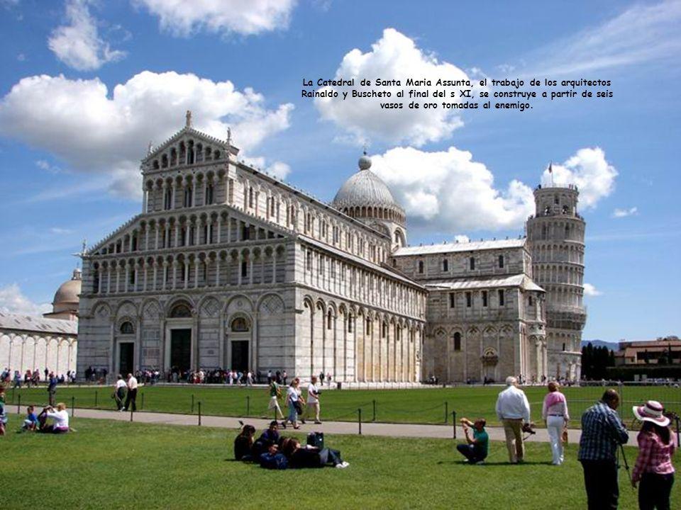 La Catedral de Santa Maria Assunta, el trabajo de los arquitectos Rainaldo y Buscheto al final del s XI, se construye a partir de seis vasos de oro tomadas al enemigo.