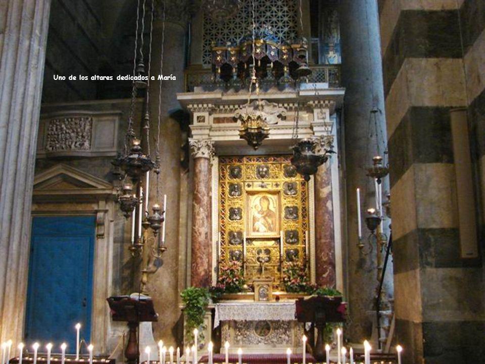 Uno de los altares dedicados a María