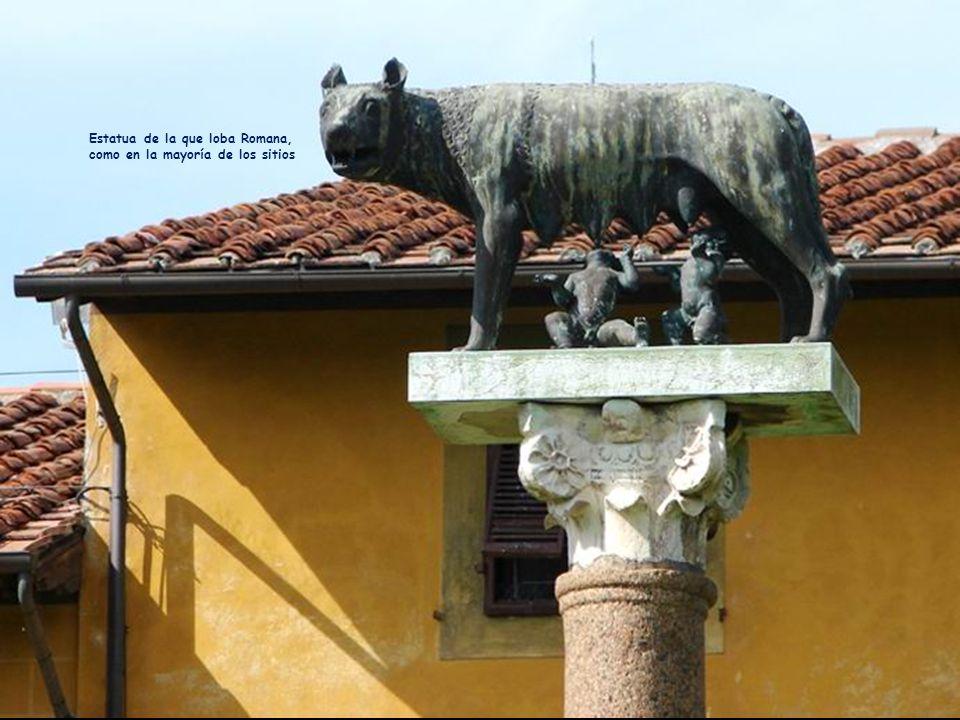 Estatua de la que loba Romana, como en la mayoría de los sitios