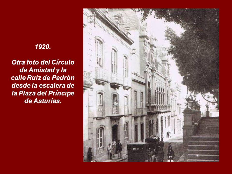 Otra foto del Círculo de Amistad y la calle Ruiz de Padrón