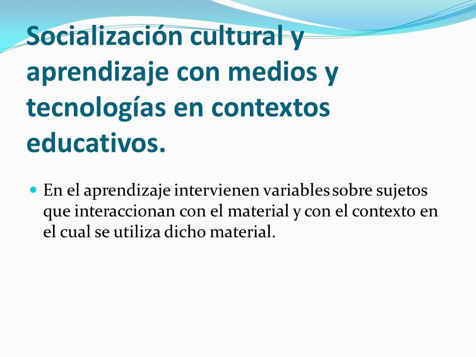 Socialización cultural y aprendizaje con medios y tecnologías en contextos educativos.