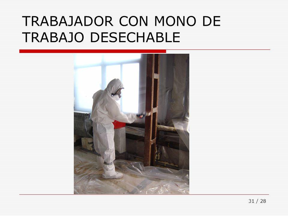 TRABAJADOR CON MONO DE TRABAJO DESECHABLE
