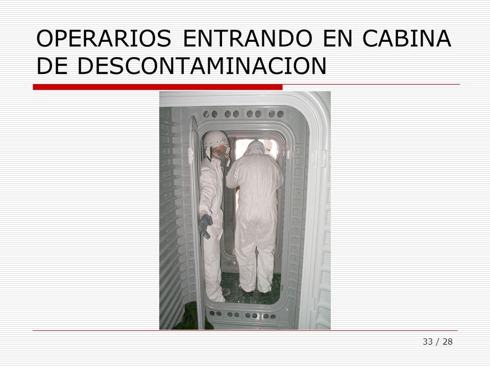 OPERARIOS ENTRANDO EN CABINA DE DESCONTAMINACION