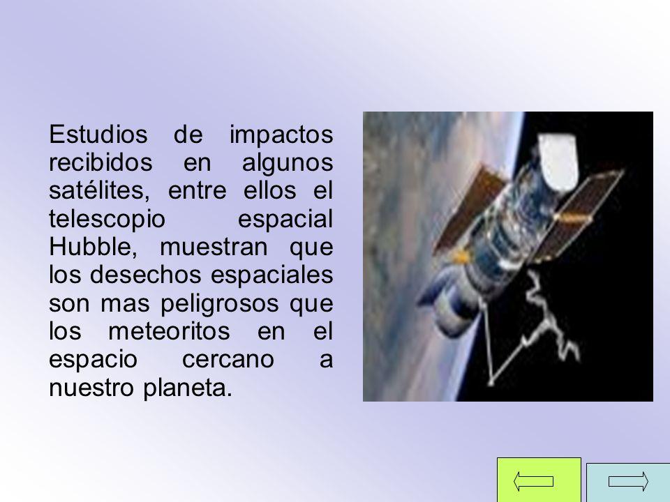 Estudios de impactos recibidos en algunos satélites, entre ellos el telescopio espacial Hubble, muestran que los desechos espaciales son mas peligrosos que los meteoritos en el espacio cercano a nuestro planeta.