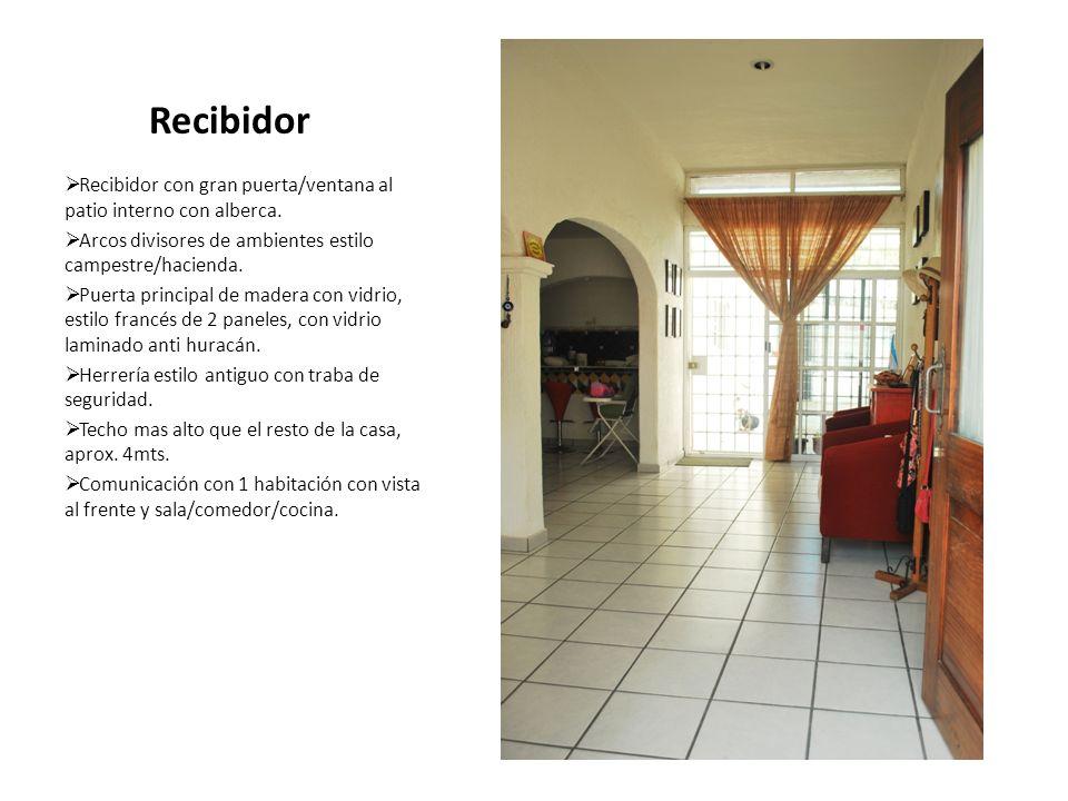 Recibidor Recibidor con gran puerta/ventana al patio interno con alberca. Arcos divisores de ambientes estilo campestre/hacienda.