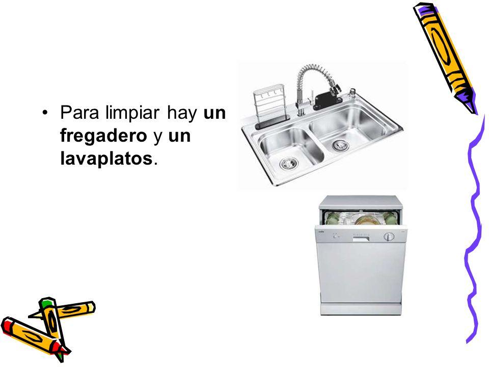 Para limpiar hay un fregadero y un lavaplatos.