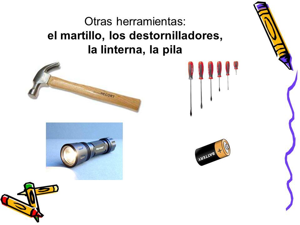 Otras herramientas: el martillo, los destornilladores, la linterna, la pila