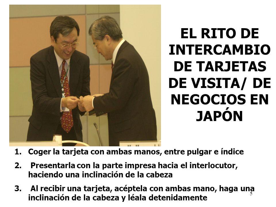 EL RITO DE INTERCAMBIO DE TARJETAS DE VISITA/ DE NEGOCIOS EN JAPÓN