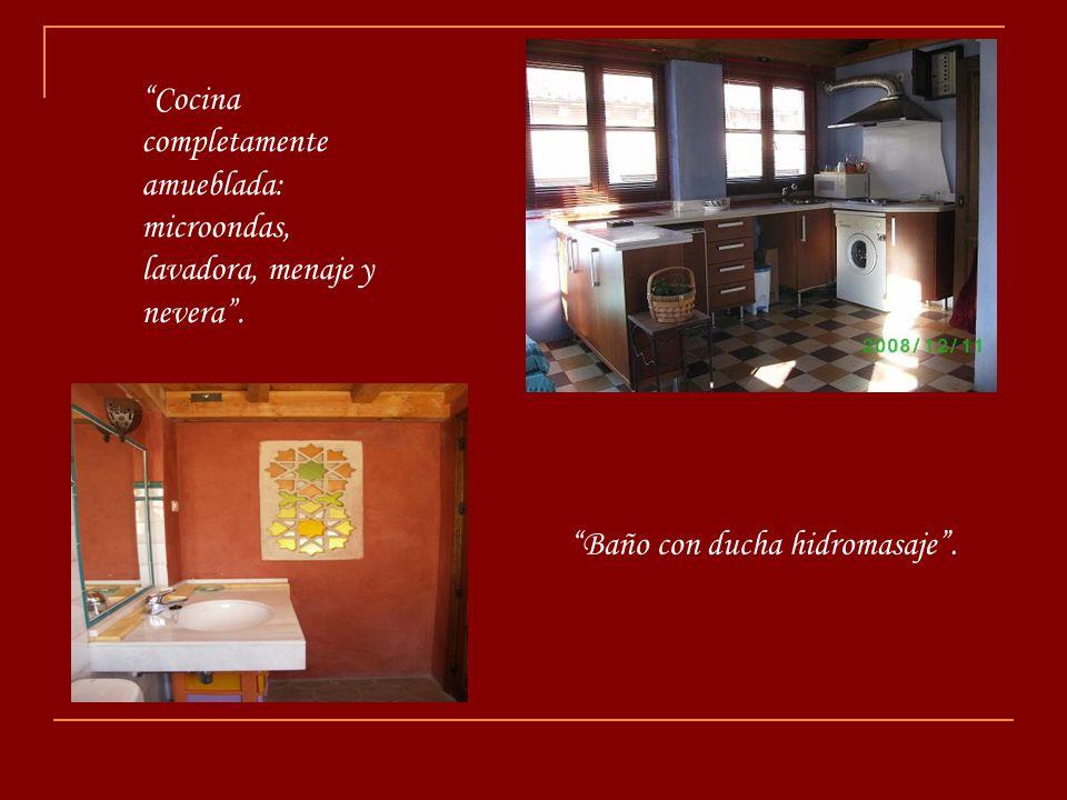 Cocina completamente amueblada: microondas, lavadora, menaje y nevera .
