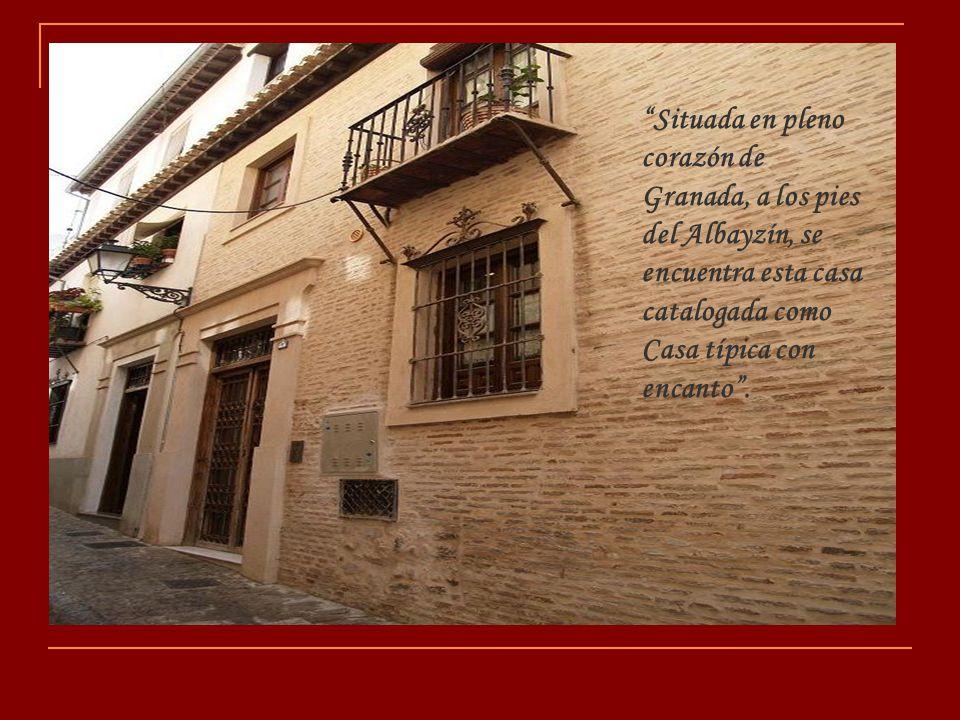Situada en pleno corazón de Granada, a los pies del Albayzín, se encuentra esta casa catalogada como Casa típica con encanto .