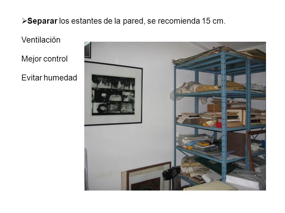 Separar los estantes de la pared, se recomienda 15 cm.