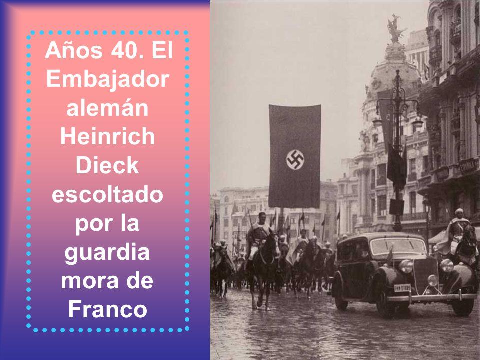 Años 40. El Embajador alemán Heinrich Dieck escoltado por la guardia mora de Franco