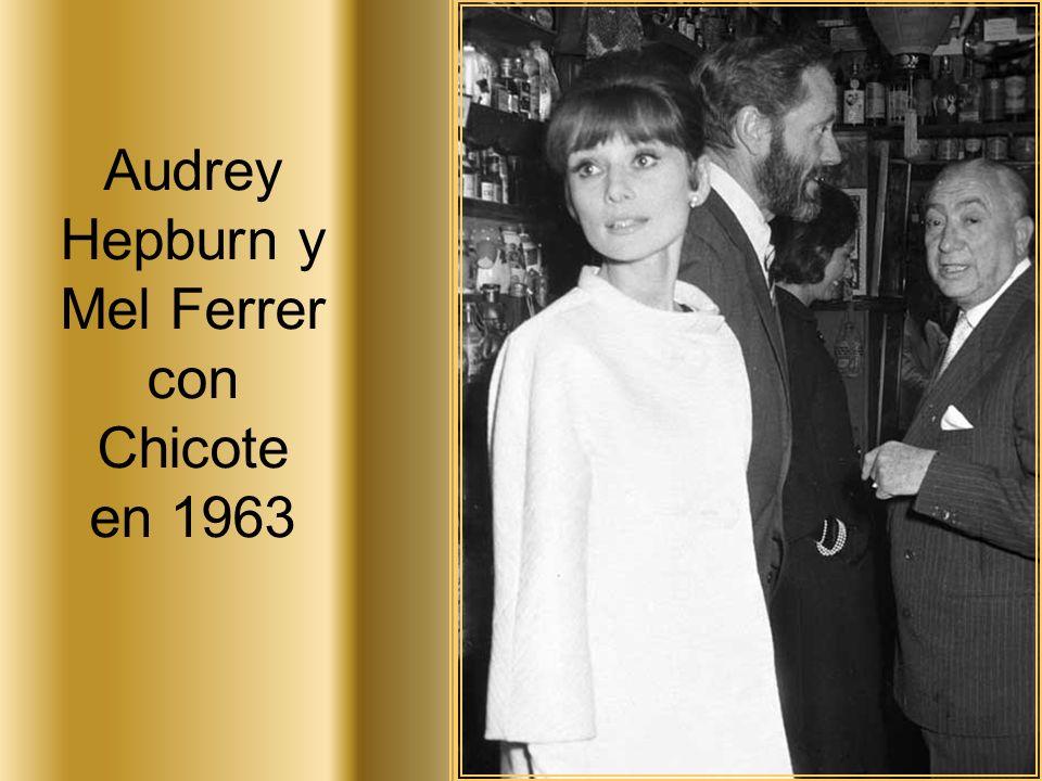 Audrey Hepburn y Mel Ferrer con Chicote en 1963