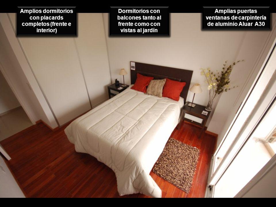 Amplios dormitorios con placards completos (frente e interior)