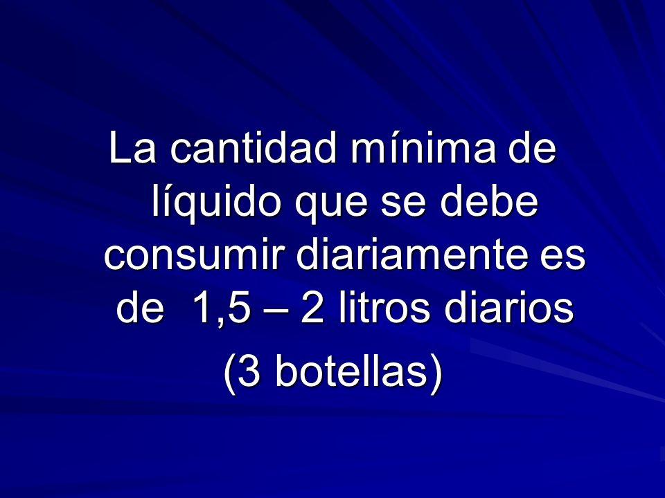 La cantidad mínima de líquido que se debe consumir diariamente es de 1,5 – 2 litros diarios
