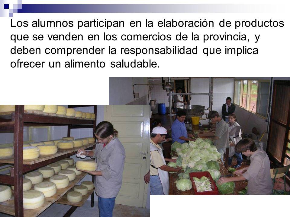 Los alumnos participan en la elaboración de productos que se venden en los comercios de la provincia, y deben comprender la responsabilidad que implica ofrecer un alimento saludable.