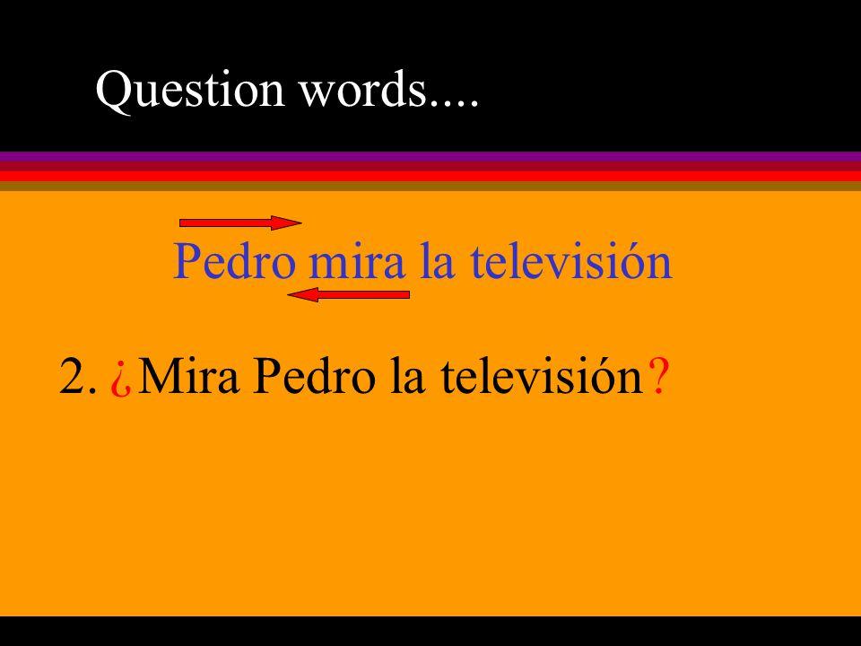 Pedro mira la televisión