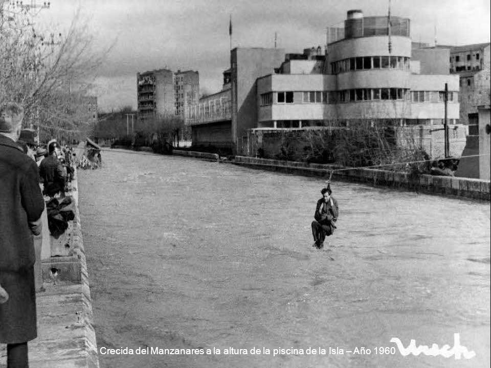 Crecida del Manzanares a la altura de la piscina de la Isla – Año 1960