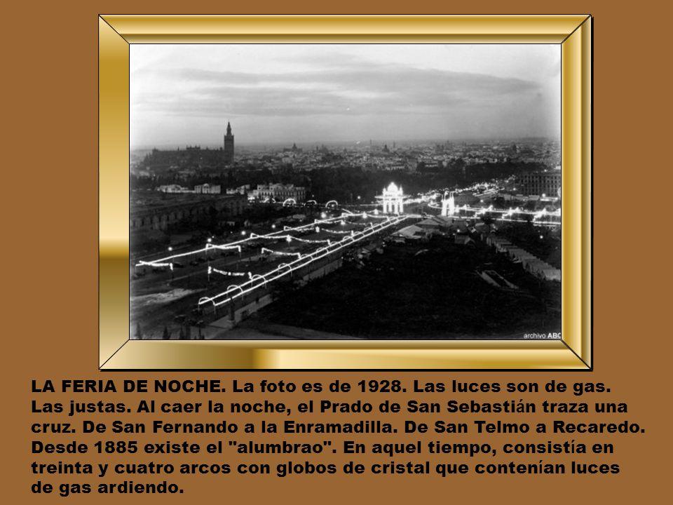 LA FERIA DE NOCHE. La foto es de 1928. Las luces son de gas.