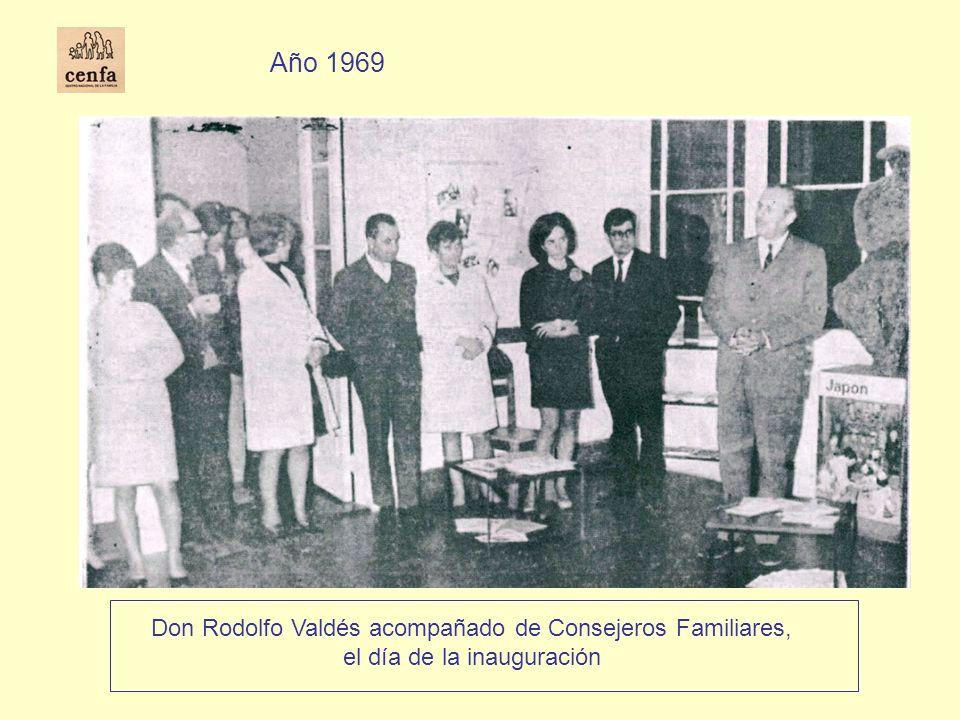Don Rodolfo Valdés acompañado de Consejeros Familiares, el día de la inauguración