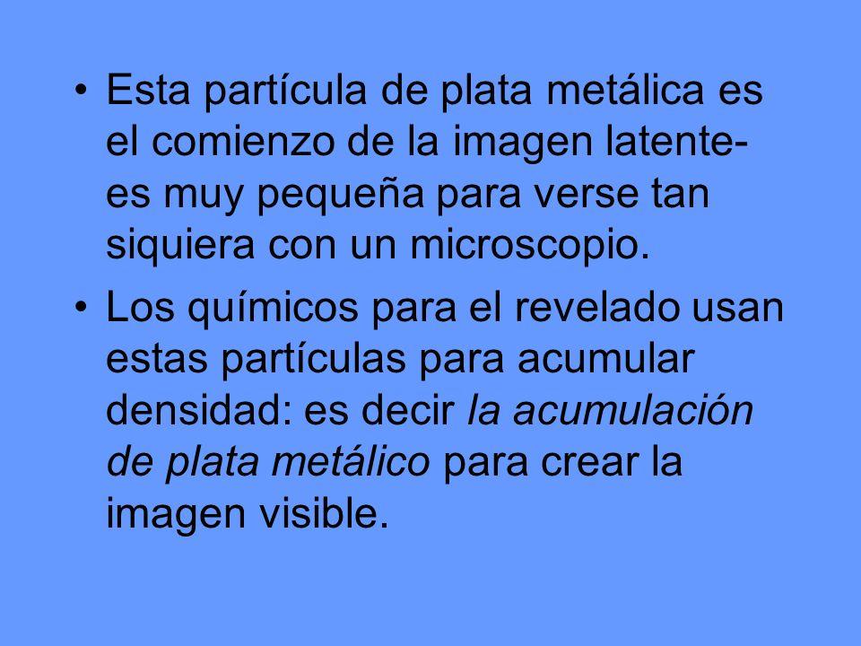 Esta partícula de plata metálica es el comienzo de la imagen latente- es muy pequeña para verse tan siquiera con un microscopio.